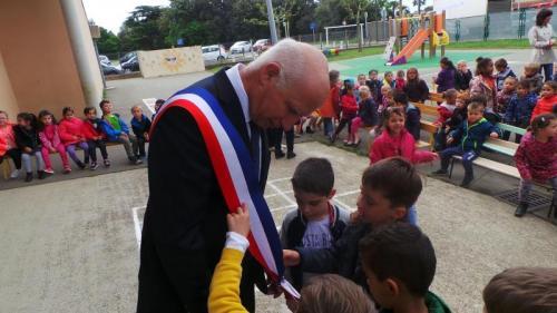 Pavoisement des établissements scolaires seyssois - 12 05 17